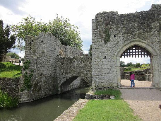 Leeds Castle - old castle ruins