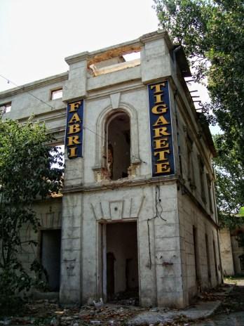 Fabrica de Tigarete - Iași (sursă foto: http://www.vice.com/ro/read/locuri-parasite-fabrica-de-tigarete-iasi )