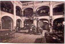 Interiorul castelului (2)