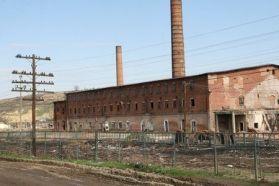 Fabrica de Caramidă (sursă: http://www.ziarulevenimentul.ro/m/stiri/Moldova/monumentul-de-la-ciurea-distrus-in-mod-premeditat-galerie-foto--66466.html )