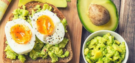 this-is-exactly-what-personal-trainers-eat-for-breakfast-main