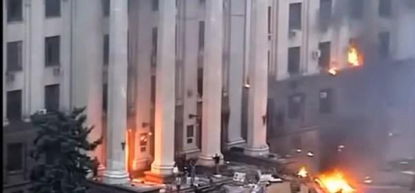 Odessa 2. mája 2014, horiaci Dom Odborov   zdroj: YouTube.com