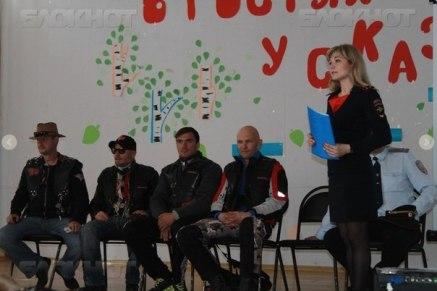 Noční vlci na prednáške v škole vo Volgograde. foto: Noční vlci
