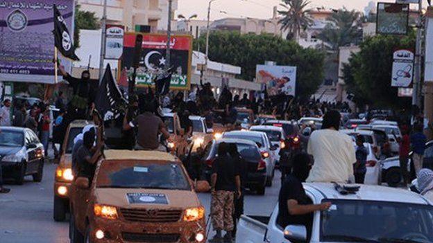 Radikáli IS pochodujú cez Derna