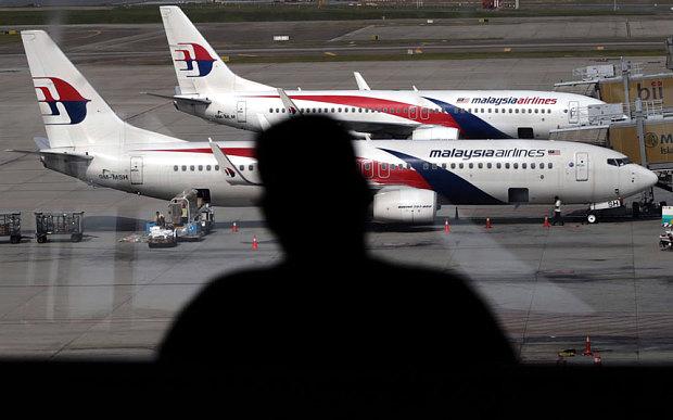 MH17 - Pán Resch tvrdil, že niekto prišiel s informáciou a bola mu vyplatená časť, alebo celková hodnota odmeny Foto: EPA / AHMAD YUSNI