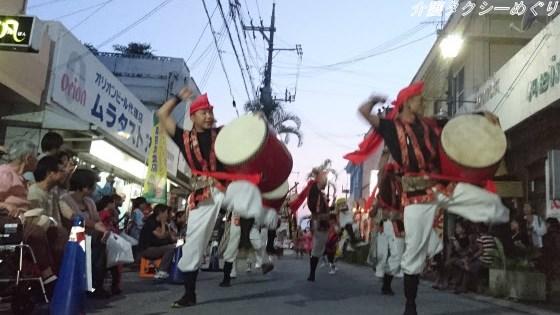 祖先供養とダイナミックな踊りで観客を虜にする伝統のエイサー