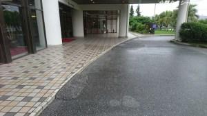 ホテル前ロータリー状況。段差は6センチ以下。