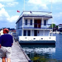 La Duchess Houseboat