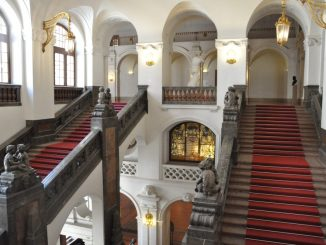 Treppe von der Unteren zur Oberen Wandelhalle im Neuen Rathaus. Foto: Stadt Leipzig