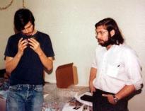 Jobs e Woz em foto de 1974, um pouco antes do primeiro entrar na Atari