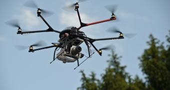 Sem bateria, drone despenca em meio à platéia de rodeio nos Estados Unidos