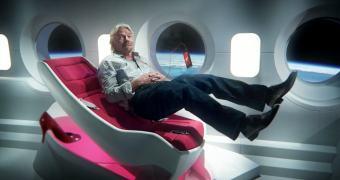 Richard Branson mandará Lady Gaga pro espaço. Infelizmente, trará de volta
