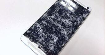 A tela do seu HTC One novo quebrou? Troque por outra por apenas US$ 29