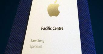 Ex-especialista Apple chamado Sam Sung leiloa cartão de visitas para a caridade