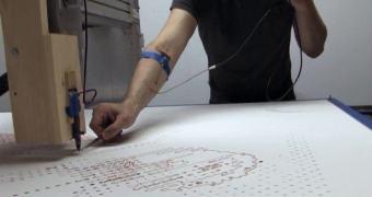 Robô imprime quadro usando o sangue de seu próprio criador