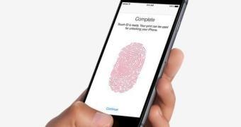 Polícia dos EUA pode exigir que suspeito desbloqueie smartphone com suas digitais