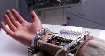 Ponto para o Império: garotinho ganha braço impresso em 3D de fãs de Star Wars