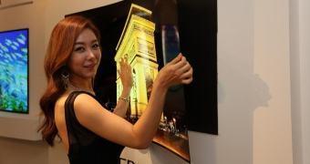 Show-off: LG exibe painel OLED tão fino quanto papel de parede
