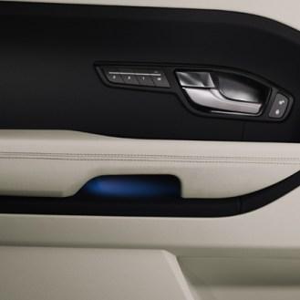 Sistema de sonido MERIDIAN® de 380 watts, 11 bocinas y subwoofer