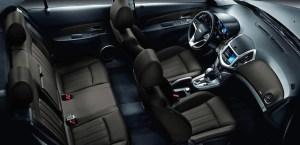 2013-chevrolet-cruze-sedan-deportivo-cabina-asientos-980x476.jpg