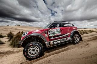 MINI y sus tres autos terminan en el Dakar