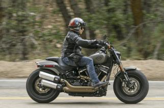La nueva Softail Fat Bob de Harley-Davidson habla por sí sola de la vanguardia de producto, tecnología y nuevos clientes que busca la marca, con opción a dos variantes del motor Milwaukee Eight.