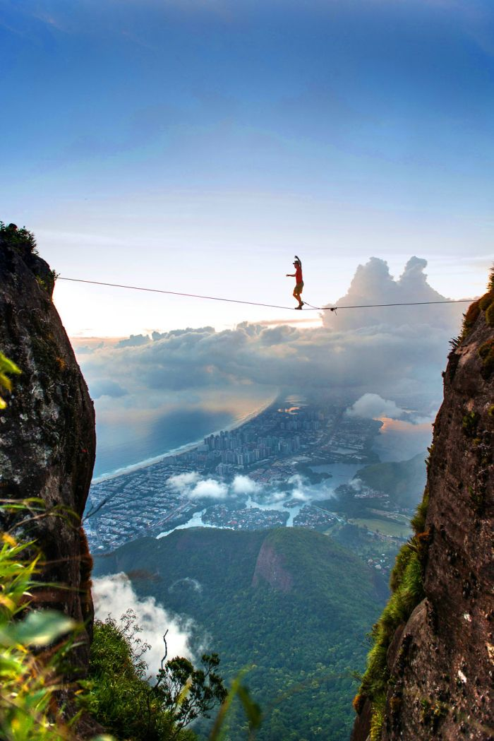 Extreme walk over Rio De Janeiro (10 pictures)