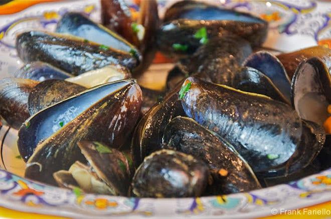 Sautè di cozze (Steamed Mussels)