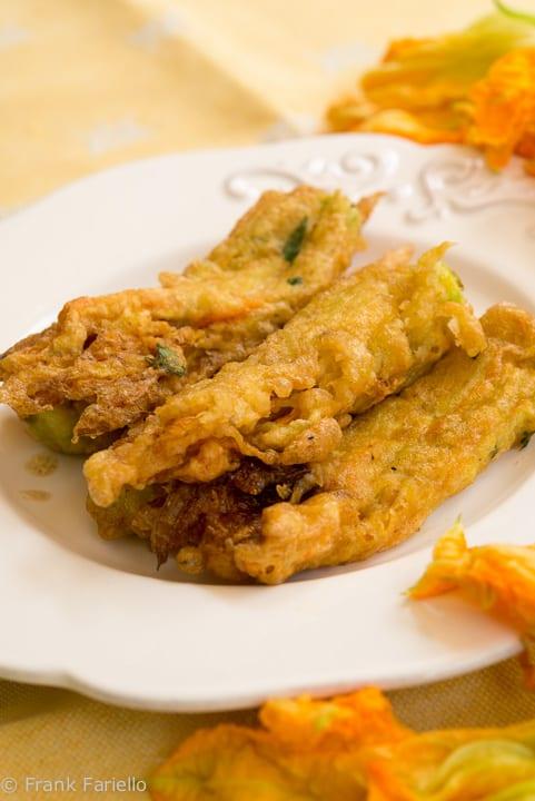 Fiori di zucca fritti (Angelina's Fried Zucchini Blossoms)