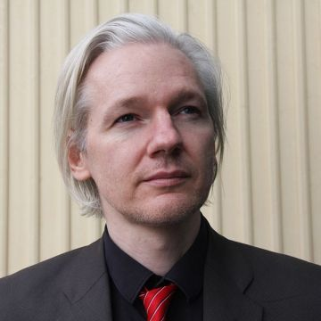 786px-Julian_Assange_(Norway,_March_2010)