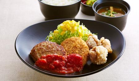ジョイフル 土曜日の日替わり昼膳「ミニハンバーグ&ポテトコロッケ&若鶏の唐揚げ膳」