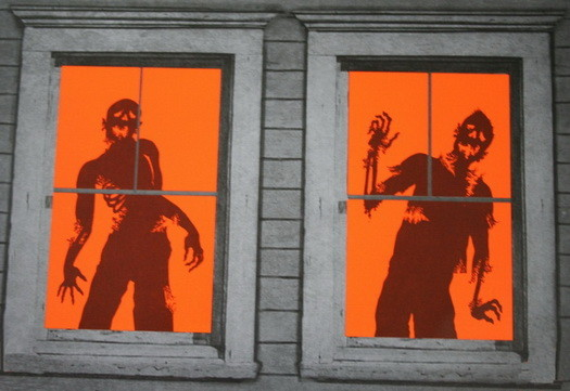 Scary-Outdoor-Halloween-Decorations-And-Silhouettes_18
