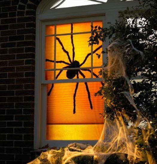 Scary-Outdoor-Halloween-Decorations-And-Silhouettes_24