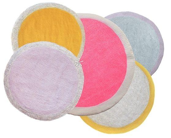 muskhane-lumbini-round-felt-rug-for-children-120-cm-light-stone-blue
