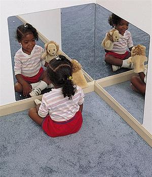 specchio ad angolo per la cameretta