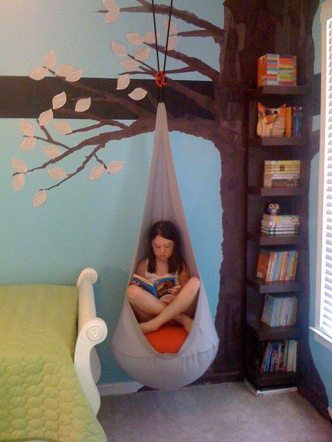 albero con altalena da camera