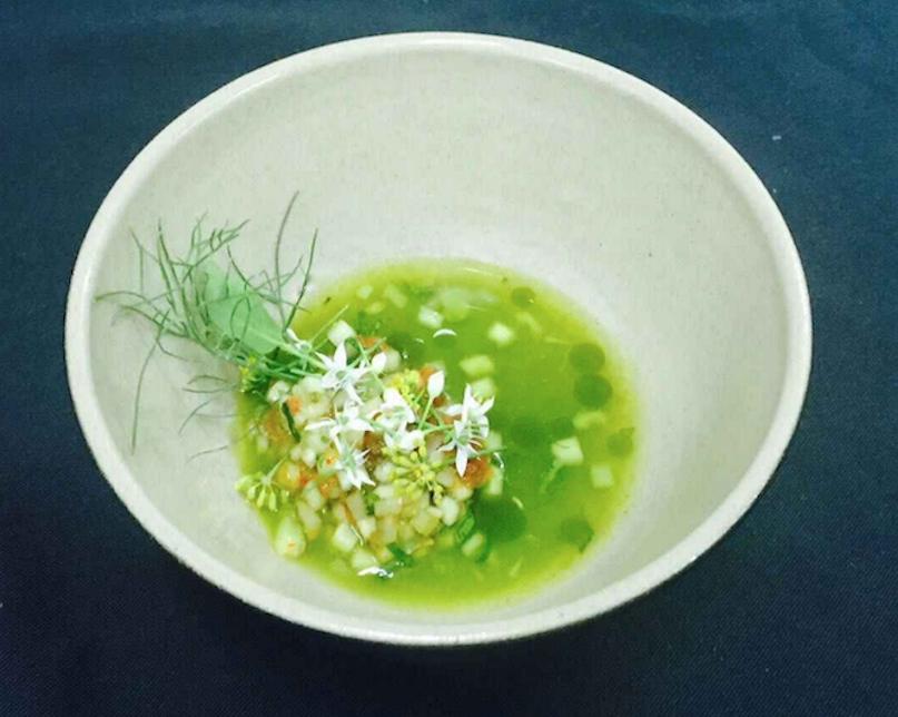 Chorba végétale au concombre, pomme d'Asni, coriandre et vinaigrette orange-argan.