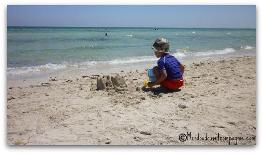 faire des ch teaux de sable sur la plage mes doudoux et compagnie blog de maman. Black Bedroom Furniture Sets. Home Design Ideas
