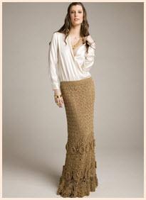 На фото девушка в вязаной юбке в пол