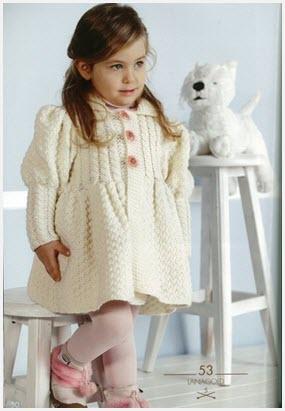 Девочка в вязаном пальто