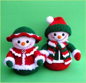 Два прикольных снеговика