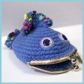 Вязаный кошелёк в виде рыбы