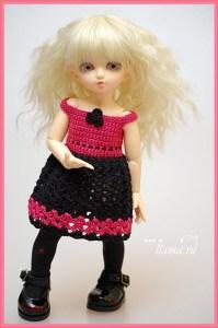 Кукла-озорница в вязаном платье