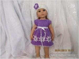 Кукла в вязаном платье и шапочке