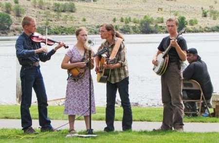 The DayBreak Canyon Bluegrass Band entertains the crowd.