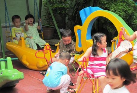 Từ 3 tuổi trở lên nên khuyến khích trẻ tham gia các trò chơi tập thể.