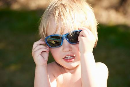 Suy giảm thị lực có thể ảnh hưởng nghiêm trọng đến khả năng học tập của bé.