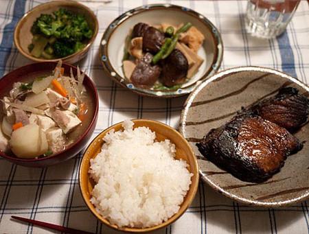Thực đơn của mẹ Nhật sau sinh hay có món cá