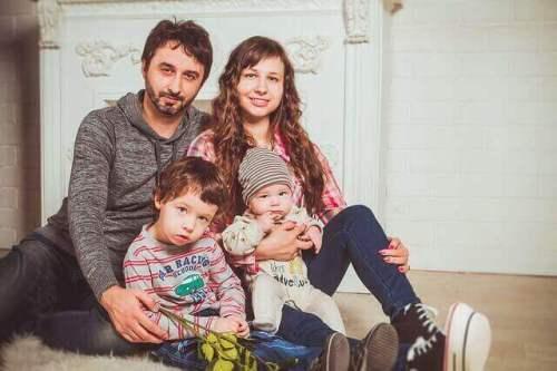 Οικογενειακή φωτογραφία με το μωρό