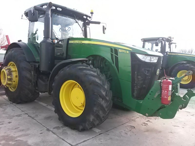Traktor des Typs John Deere 8370 R ekkor: Borjád